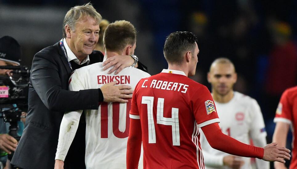 NÆRT FORHOLD: Christian Eriksen og Åge Hareide har et nært forhold fra sistnevntes tid som dansk landslagssjef. Foto: Rebecca Naden / Reuters / NTB