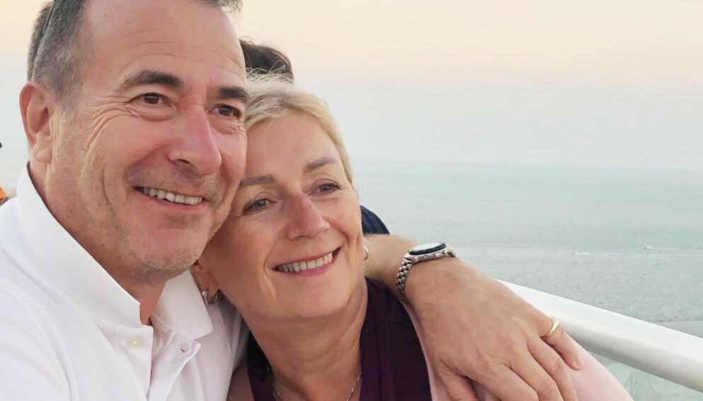 BOR I UTLANDET: Karl og Lena Arthur bor i Dubai til vanlig, men ønsker å reise til familie og venner på ferie hvert år. Foto: Privat