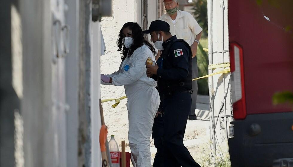 GRUFULLT FUNN: Da politiet gravde opp gulvet til en mistenkt seriemorder i utkanten av Mexico City lørdag, gjorde de et rystende funn. Foto: NTB / ALFREDO ESTRELLA / AE / AFP