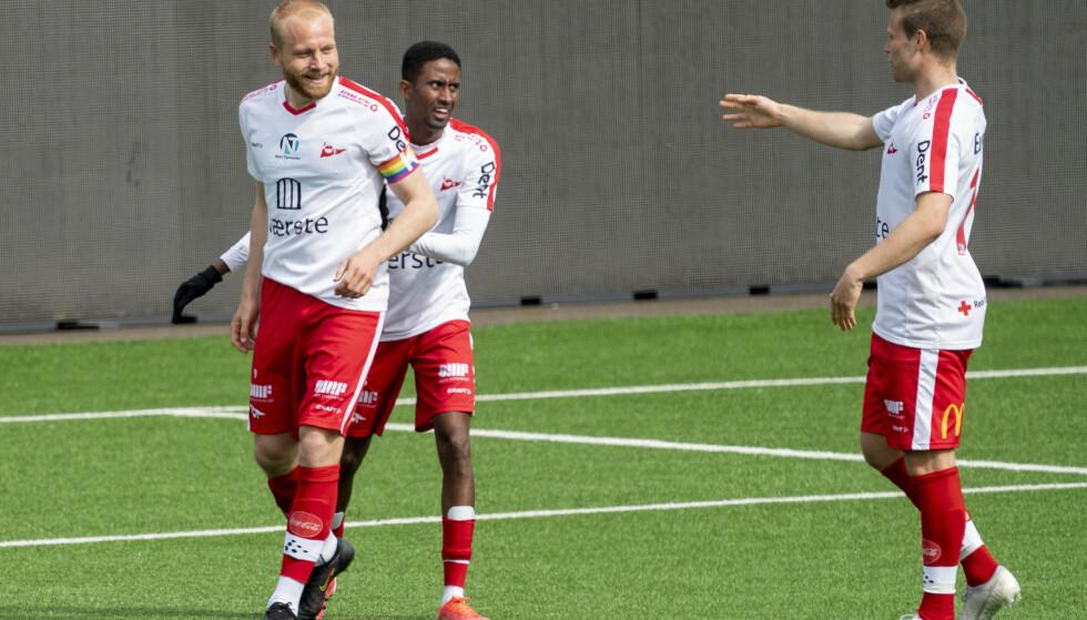 OPPRYKKSKANDIDATER: Henrik Kjelsrud Johansen (til venstre) og Fredrikstad har fått en god start på årets 1. divisjon. Foto: NTB