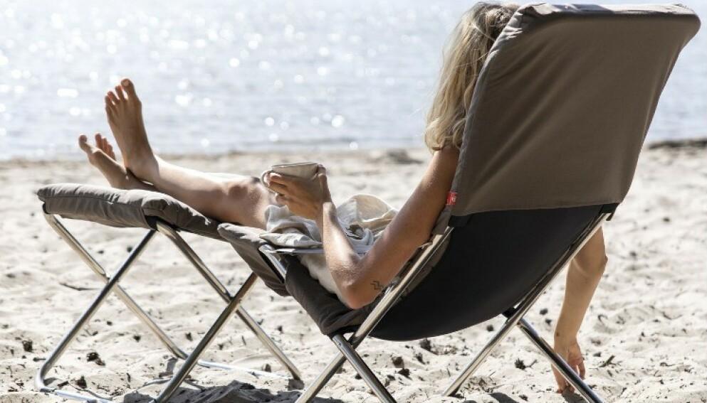 Med fluktstolene fra Fiam får du den helt riktige feriefølelsen. Foto: Rum21.