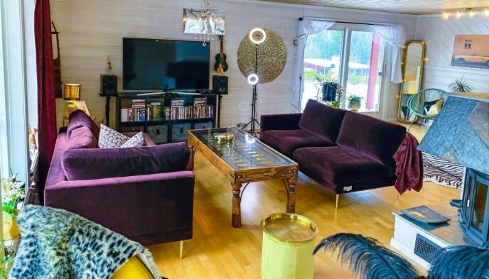 FORLATER NORGE: Når huset er solgt, går turen videre til Gran Canaria. Her er husets stue. Foto: Made in America Productions