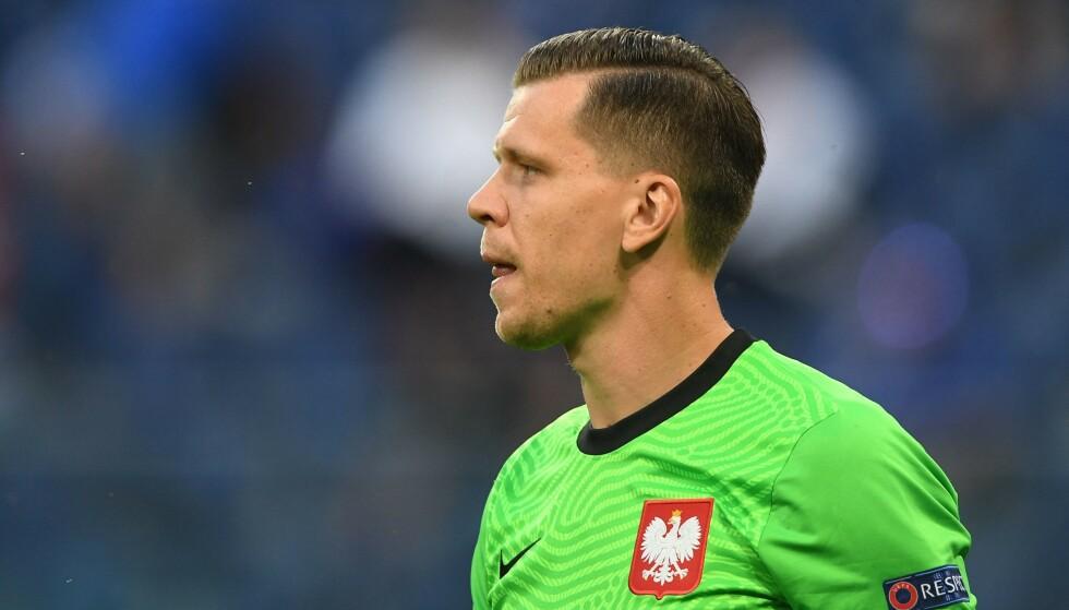 UHELDIG REKORD: Selv om Wojciech Szczesny ikke kan lastes mye for målet, er han den første keeperen som scorer mål i et EM. Foto: AFP