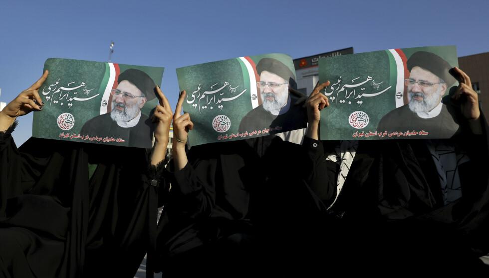 HEIA-GJENG: Støttespillere av president-kandidat Ebrahim Raisi under et valgmøte i Teheran denne uka. Fredag er det valg, og de fleste som kunne ha utfordret Raisi har blitt nektet å stille av landets mektige vokterråd. Foto: Ap / NTB