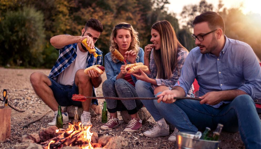 VIN TIL GRILLMAT: Å velge drikkefølge til grillmat avhenger av hva som puttes på grillen og ikke minst hva som serveres ved siden av. Foto: Shutterstock/NTB