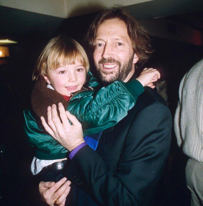 STORT SAVN: I 1991 falt fire år gamle Conor ut av et vindu, og døde. Det resulterte blant annet i låta «Tears in Heaven». Her er far og sønn sammen i 1990. Foto: Richard Young / REX / NTB