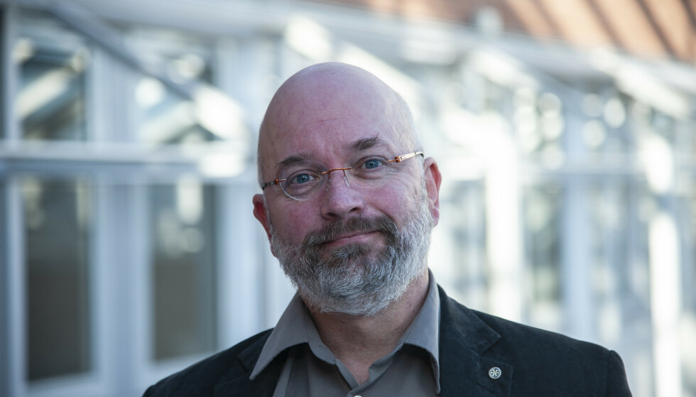 REAGERER: Smittevernekspert Jörn Klein er kritisk til at Oslo nå fjerner påbudet om munnbind. Foto: USN