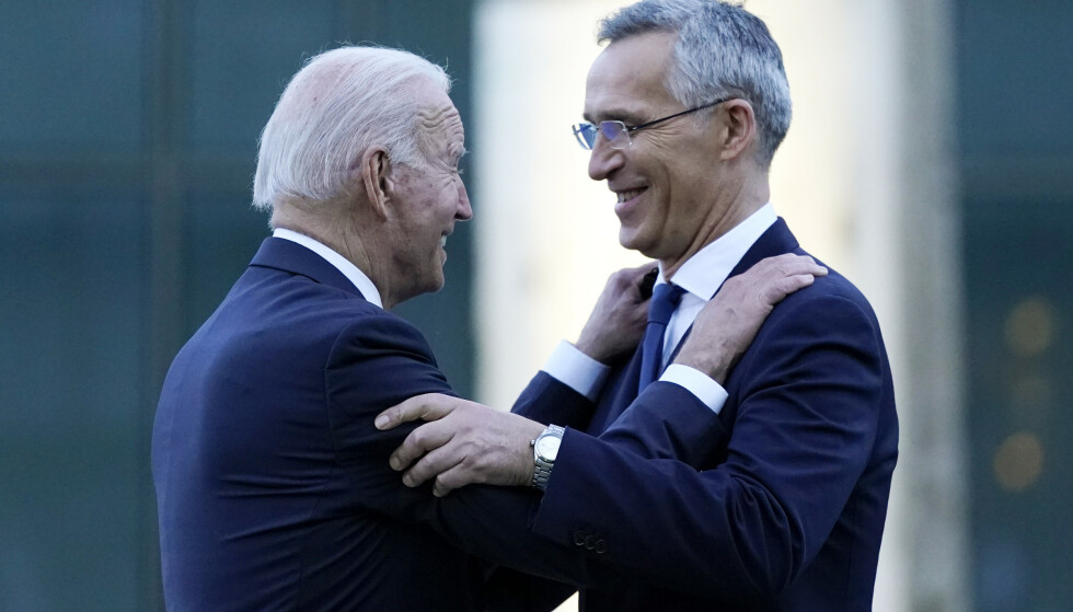 TOPPMØTE: President Joe Biden og Nato-leder Jens Stolenberg avbildet i Brussel. - Kritikken viser hvor stor USA er i G7 og NATO, sier Gåsemyr. Foto: AP Photo/Patrick Semansky / NTB