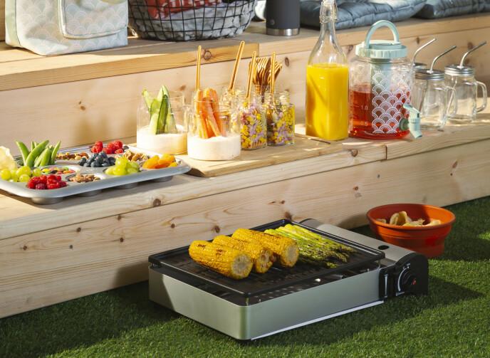 MINIGRILL: Smart, gassdrevet og bærbar. En garantert suksess i sommervarmen!