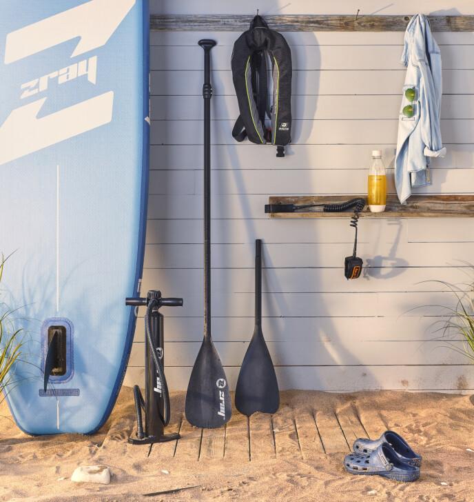 SUP-ERT: Stand-Up Paddle-brett er kjempegøy. Og med et oppblåsbart et, er det lett å bære med.
