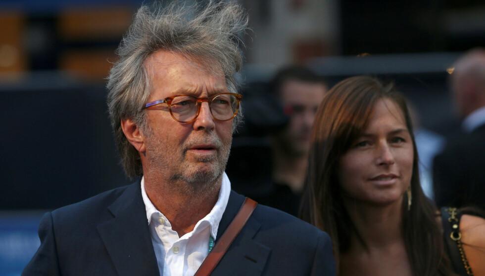 ULTIMATUM: Musiker Eric Clapton har kommet med flere kritiske ytringer mot coronatiltakene og vaksinene det siste året. Nå stiller han ultimatum etter en uttalelse til Storbritannias statsminister Boris Johnson. Foto: REUTERS/Neil Hall / NTB