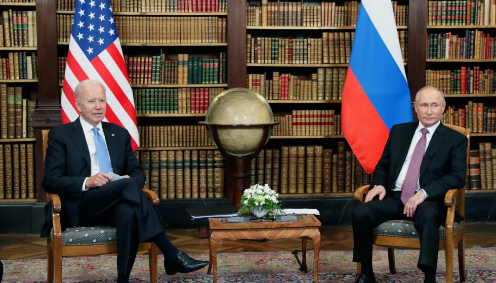 I GANG: Etter en kort presseseanse, er toppmøtet i gang. Foto: Mikhail Metzel/Pool Photo via AP / NTB