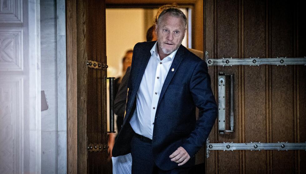 FERDIG - OG SNART PÅ IGJEN: Raymond Johansen på vei ut døra som byrådsleder. Snart er han byrådsleder igjen. Foto: Bjørn Langsem / Dagbladet