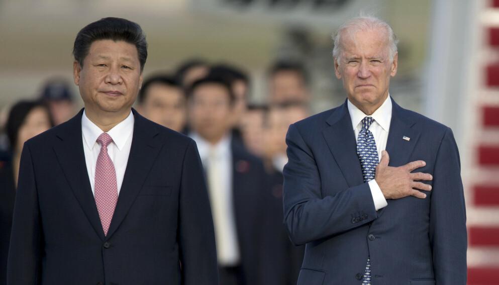 2015: President Xi Jinping og daværende visepresident Joe Biden avbildet sammen i USA i 2015. Biden har forsikret at Kina ikke vil ta over USAs posisjon på hans vakt. Foto: AP Photo/Carolyn Kaster / NTB