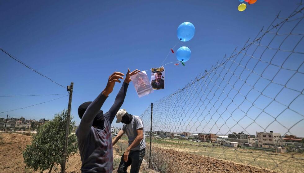 SENDER AV GÅRDE: Her sender palestinske militante grupper brannballongene opp i luften, av gårde mot israelsk territorium. Foto: Mahmud Hams / AFP / NTB