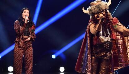 LURING: Samtidig som hun var trollet, fortet Ulrikke Brandstorp seg ut av kostyme for å synge duett med vikingen. Til slutt vant hun hele konkurransen. Foto: Lars Eivind Bones / Dagbladet