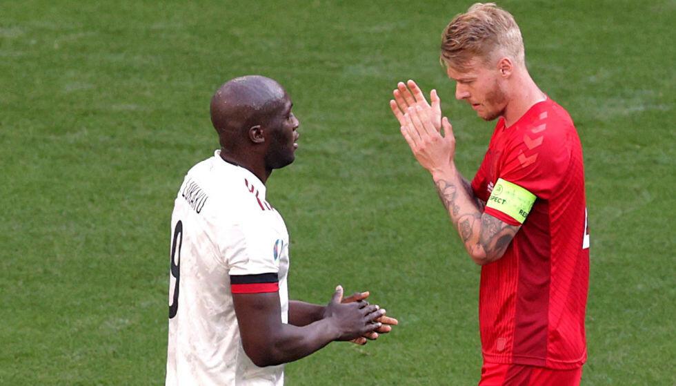 Stop della partita: Giovedì sera Romelu Lukaku e Simon Keir hanno utilizzato il decimo minuto per 60 secondi con un applauso nell'accordo.  Foto: Reuters