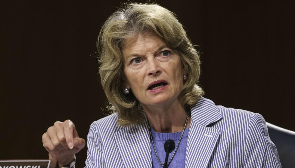 SITTENDE SENATOR: Lisa Murkowski under en høring i Senatet 17. juni. Foto: Evelyn Hockstein-Pool / Getty Images / AFP / NTB