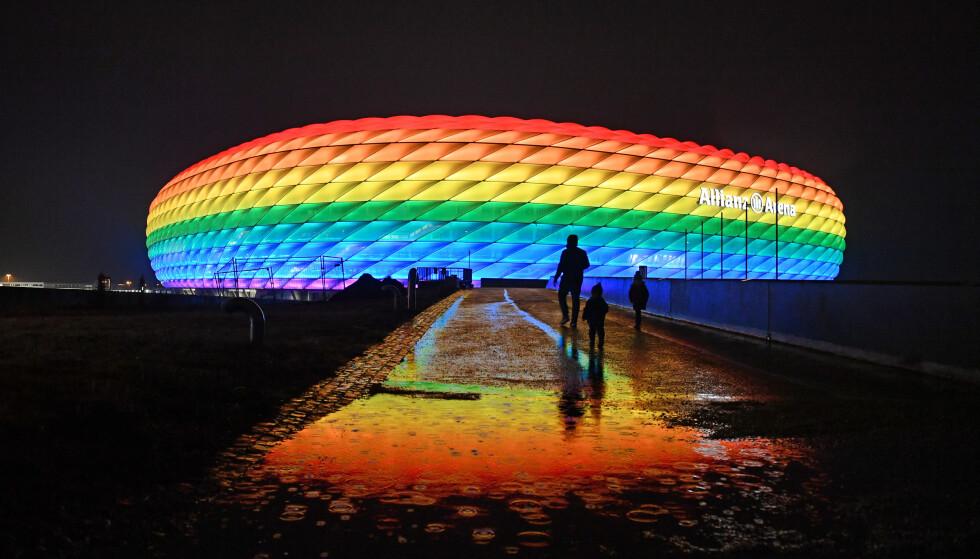 LYSET SLUKKES: Allianz Arena i München. I kveld slukker UEFA lyset over fotball-EM. Foto: NTB