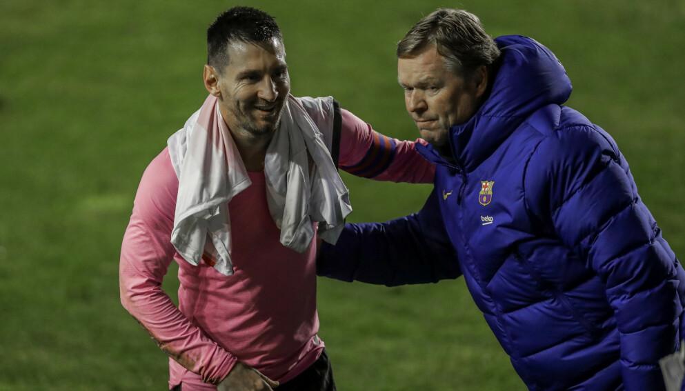 TRENER OG SPILLER: Lionel Messi og Ronald Koeman virket å nyte et godt forhold i Barcelona. Foto: AP Photo/Manu Fernandez.