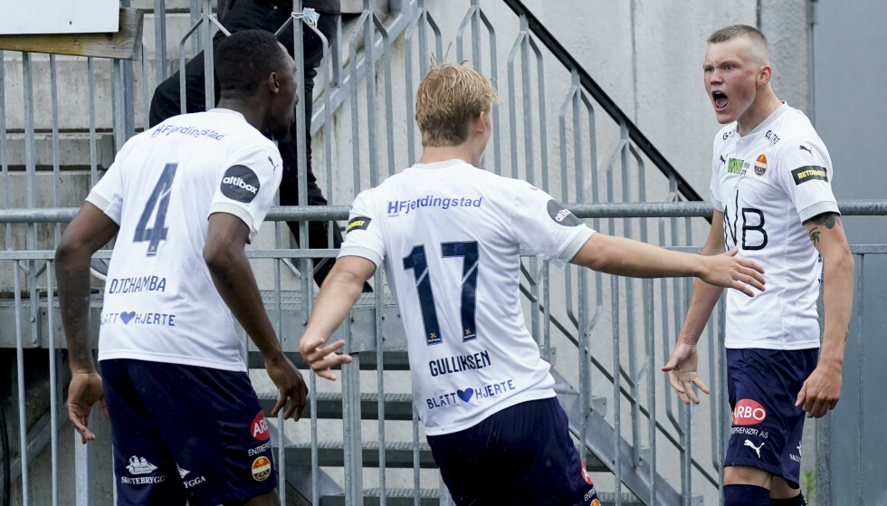 SCORET: Mjøndalen lå an til å vinne kampen, men Halldor Stenevik ville det annerledes. Foto: Lise Åserud / NTB
