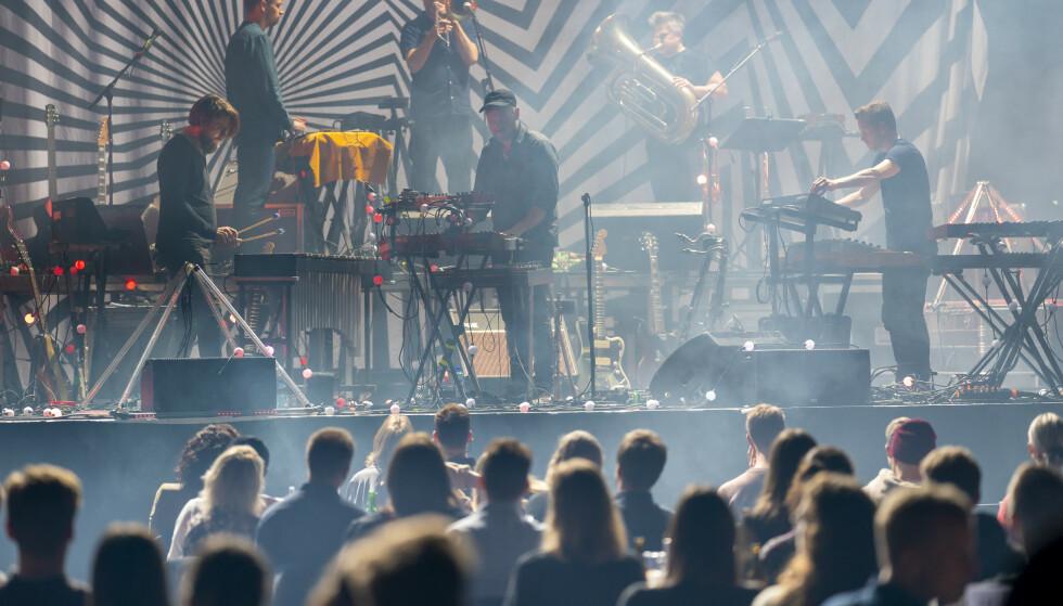 REAGERER KRAFTIG: Norske Konsertarrangører er kritiske til at kravet om kohorter på kulturarrangement fortsatt eksisterer. Foto: Heiko Junge / NTB