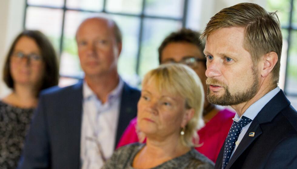 ENGASJEMENT. Helseminister Bent Høie (H) sammen med Kari Kjønaas Kjos i 2015 på et pressetreff om ruspolitikk. Foto: Vegard Wivestad Grøtt / NTB