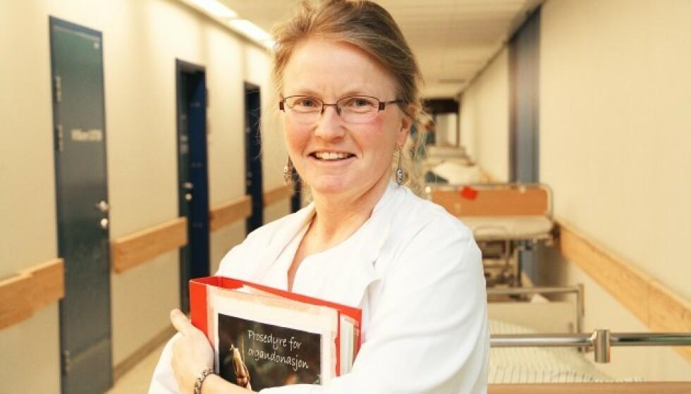BØR VÆRE MULIG: Donoransvarlig lege Gunhild Holmaas ved Haukeland universitetssjukehus i Bergen, mener metoden som skal stadfeste at hjertet har stoppet helt, bør forbedres. Foto: Haukeland universitetssjukehus