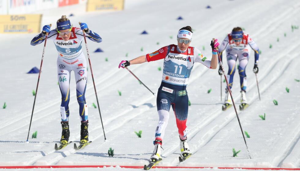 BRONSE: Frida Karlsson avsluttet VM med bronse på tremila. Heidi Weng (til høyre) ble nummer to, mens Therese Johaug vant. Foto: NTB