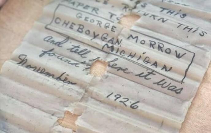 1926: Brevet i flaska er datert 1926 og signert George Morrow. Foto: Jennifer Dowker/Nautical North Family Adventures