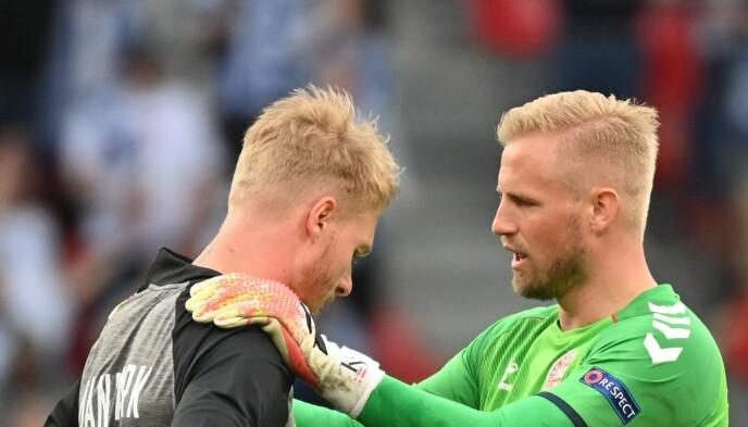 LEDERE: Simon Kjær og Kasper Schmeichel. Foto: AFP