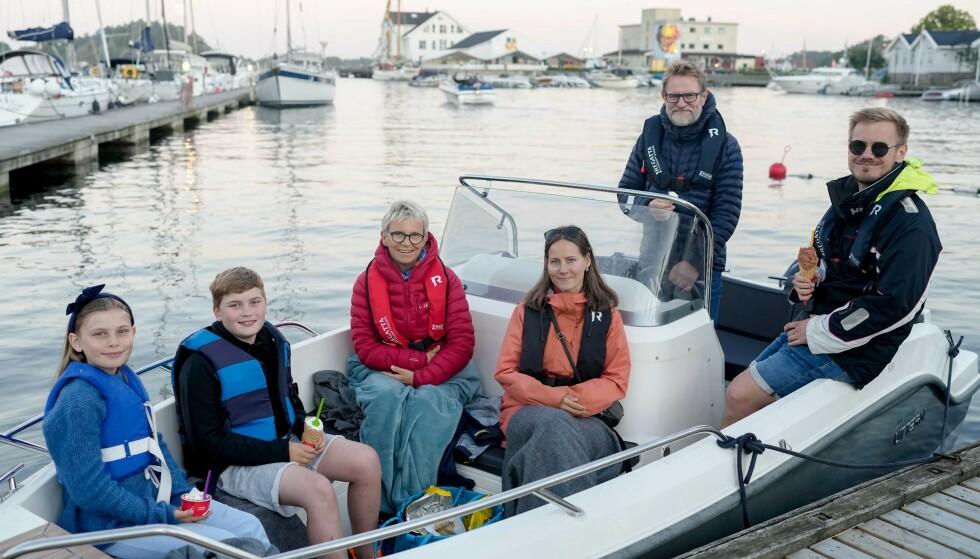 EGEN KOHORT: Familien Sundbø hadde fulgt kommunens oppfordring og reist ut i egen båt. Foto: Fredrik Hagen / Dagbladet