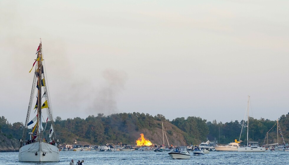 BLE TENT: Sankthansbålet ble tent til tross for den siste ukas smitteutbrudd. Foto: Fredrik Hagen / Dagbladet