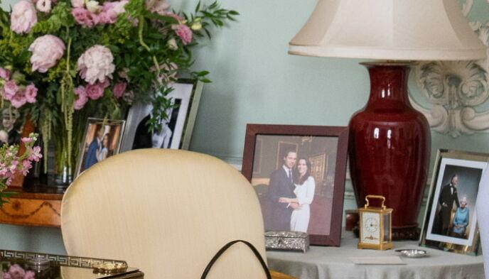 SER DU DETALJEN?: Bilde av Harry og Meghan har tidligere blitt fjernet herfra. Nå er det tilbake. Foto: Reuters/NTB