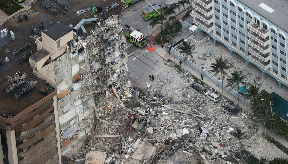 KOLLAPS: Minst tre personer er døde etter bygningskollapsen i Surfside, Miami. Foto: Joe Raedle/Getty Images/AFP / NTB