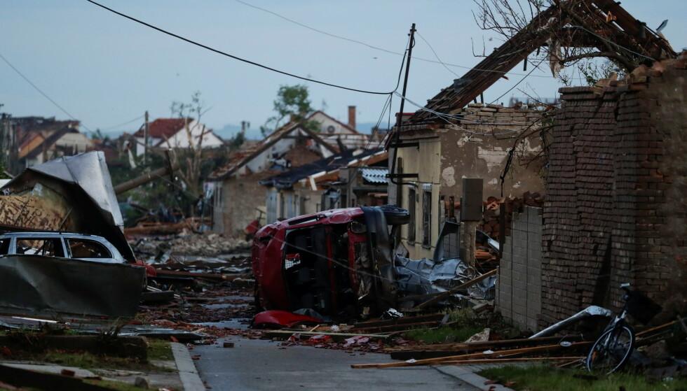 ØDELAGT: Det er enorme ødeleggelser i området. Foto. David W. Cerny / Reuters / NTB