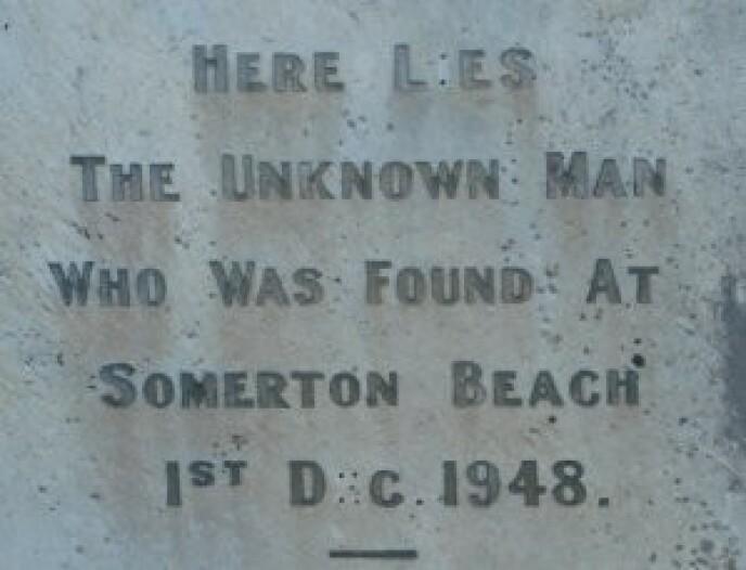 UIDENTIFISERT: Gravsteinen har vært uten navn siden 1948. Foto: Bletchley
