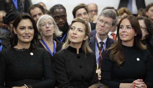 FØRSTEDAMER: Fra venstre førstedamen i Brasil, Michelle Bolsonaro, førstedamen i Argentina, Fabiola Yez, og førstdamen i Paraguay, Silvana López Moreira. Foto: NTB / AP Photo / Gregorio Borgia