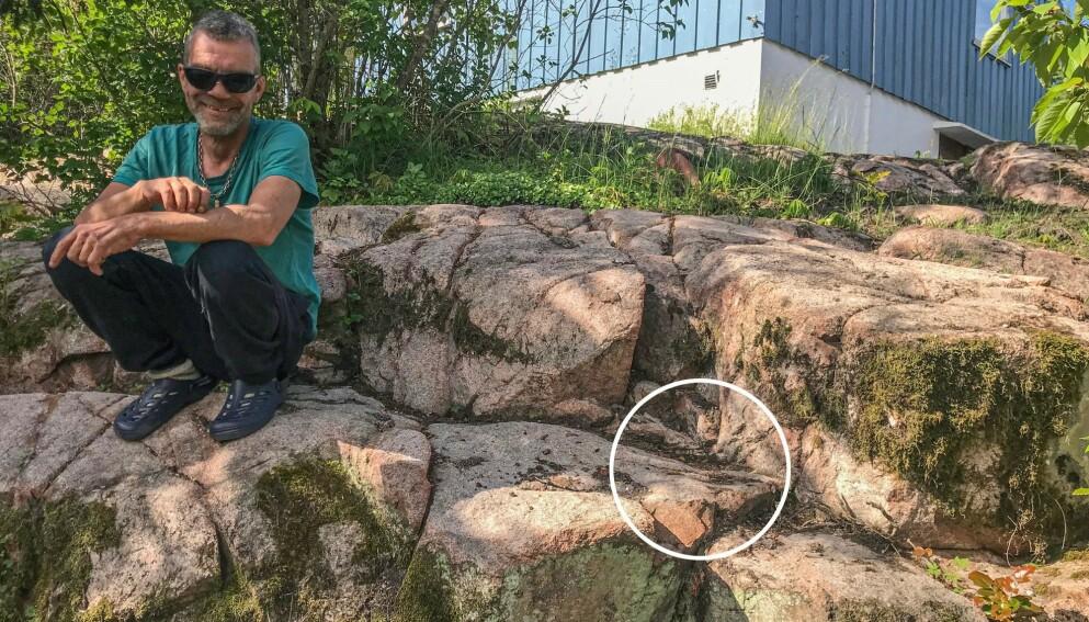 BLE PAFF: Her gjorde Stig Bakken Larsen et arkeologisk funn i hagen. Foto: Vestfold og Telemark fylkeskommune