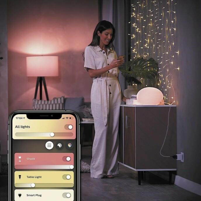 MAGISK PLUGG: Med en Philips Hue Smart Plug kan du plugge inn både lamper - og kaffetraktere! - og forvandle dem til ting du kan styre fra mobilen. Det er for eksempel ganske fristende å kunne starte kaffetrakteren i halvsøvne!