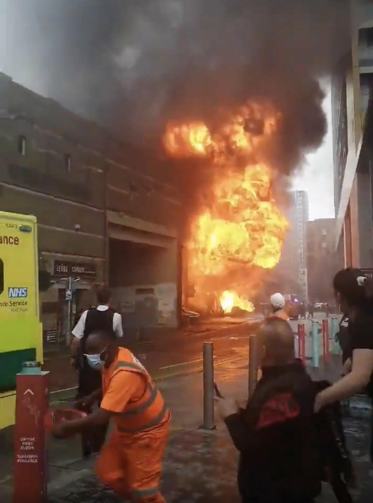 BRANN: Bilde av eksplosjonen. Foto: Skjermdump/ Twitter.