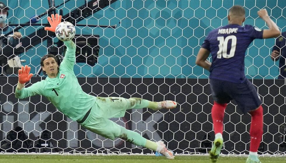 SYNDEBUKK: Yann Sommer reddet Kylian Mbappés straffe og sendte Sveits til kvartfinale. Foto: AP