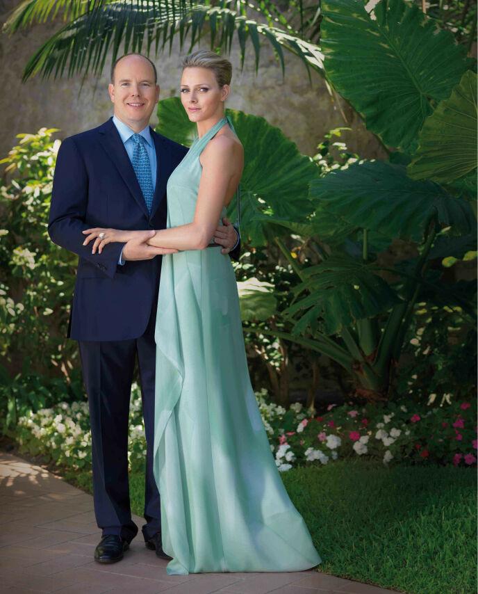 FORLOVET: I 2010 kom den hyggelige nyheten om at Charlene og Albert hadde forlovet seg. Dette er det offisielle forlovelsesbildet. Foto: Willi Schneider / REX / NTB