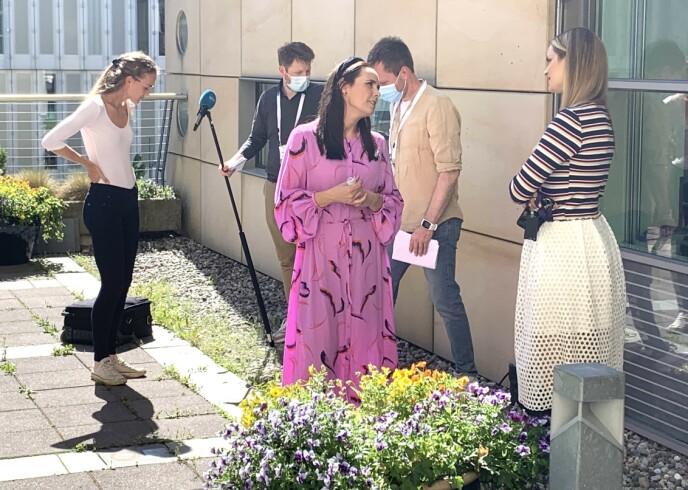 Glimp van NRK: Kristina Vukisevich Demidov en NRK-presentator Ida Nesuter Rush in gesprek de dag voor de Bislet Games.  Foto: Tori Ulrich Bratland