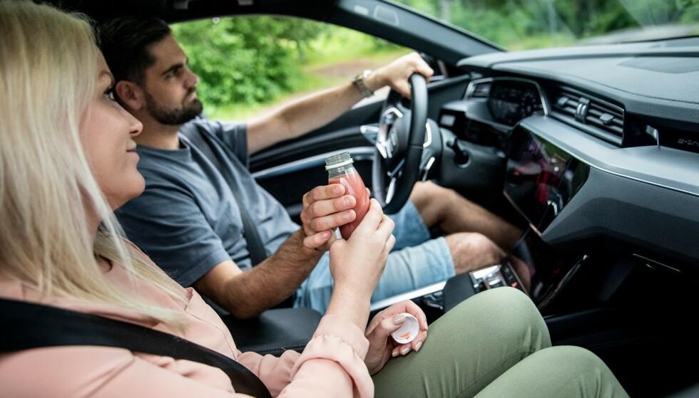 VÆR OPPMERKSOM: Vær tilstede i kjøringen, og unngå å miste fokus på veien.