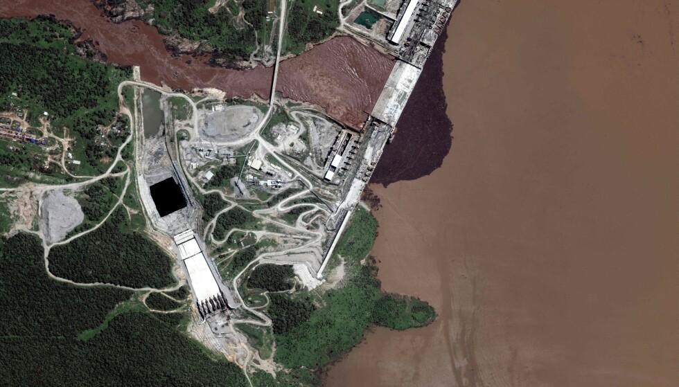 GERD: Byggingen av Den storslagne etiopiske renessanse-dammen, ofte kalt GERD, ble startet i 2011. Målet er å produsere store mengder megawatt med strøm. Foto: Satellite image 2020 Maxar Technologies / AFP / NTB
