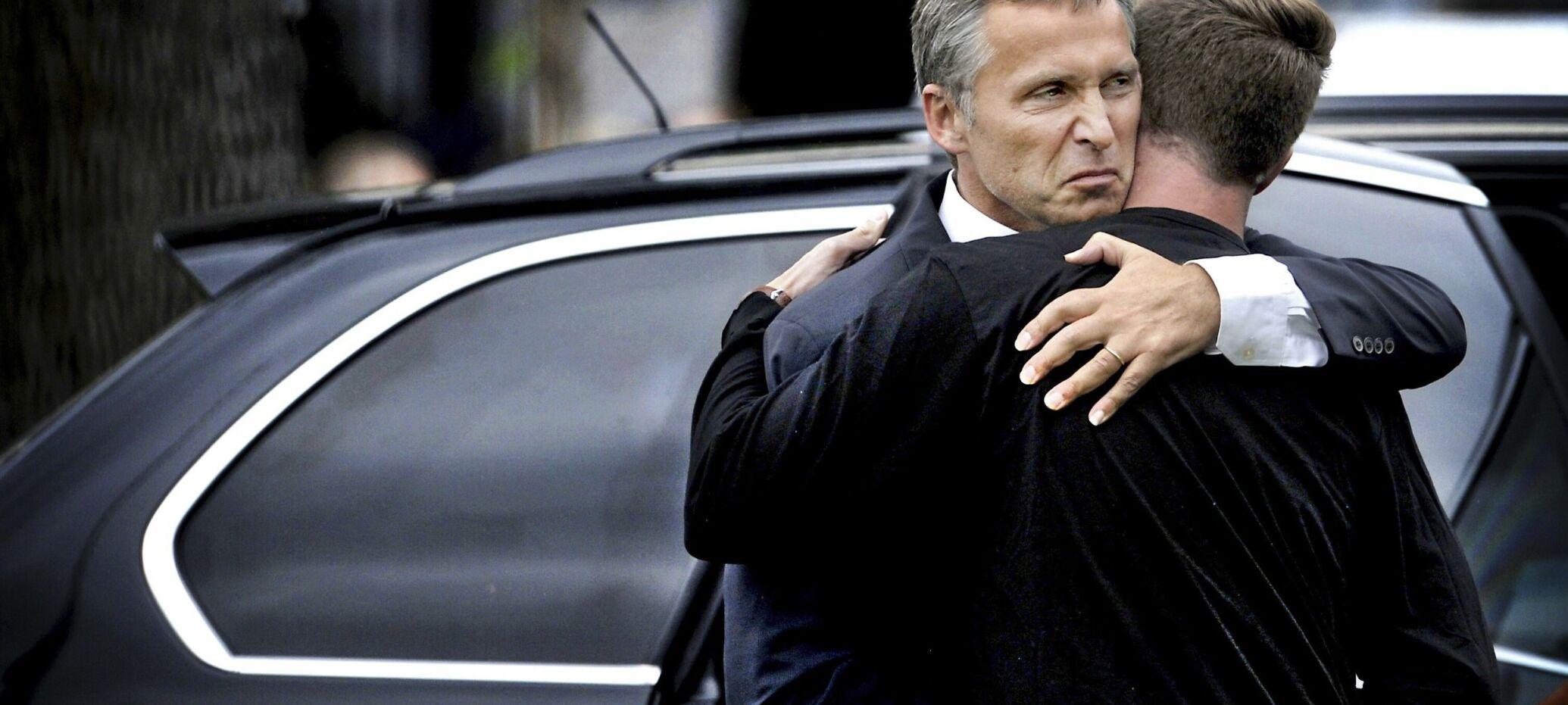 20110723 Stasminister Jens Stoltenberg mter Eskil Pedersen leder i AUF etter terrorhandlingen p Utya. Foto Hans A Vedlog.