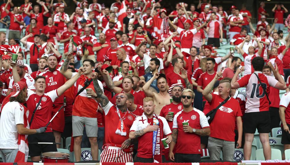 IKKE INVITERT: Danske supportere må i ti dagers karantene om de drar til England. Dermed er det omtrent bare de som bor i landet som kan dra på kamp. Foto: AP