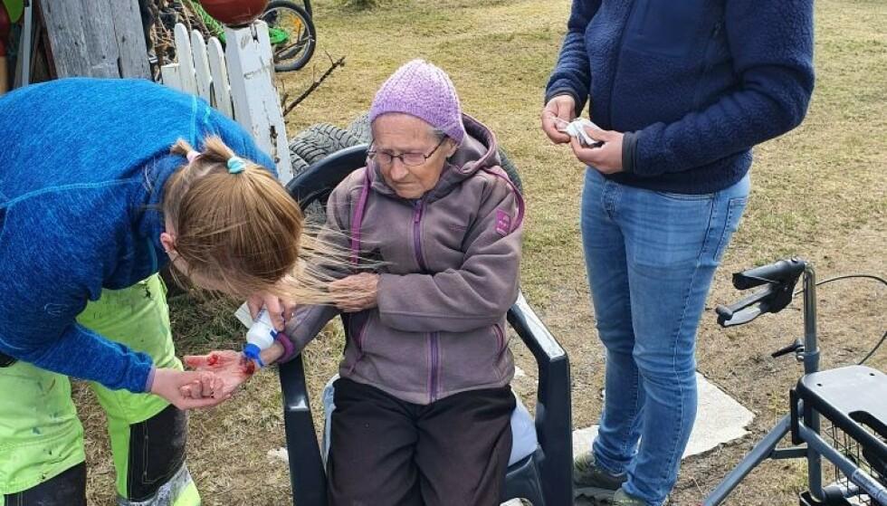 SMELL I HOFTA: - Plutselig kjenner jeg et stort smell i hofta, forteller Ingrid Konstanse Pettersen til Nordlys om da hun ble påkjørt. Her er hun kort etter ulykken. Foto: Privat