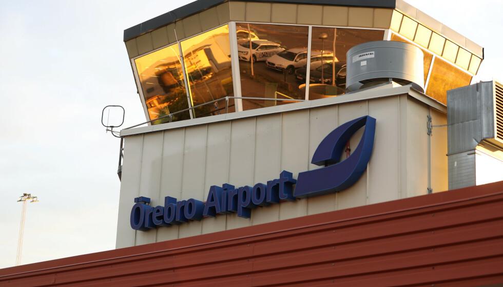 NI DØDE: Åtte fallskjermhoppere og piloten døde i ulykken i Örebro torsdag. Foto: Per Karlsson / TT / NTB